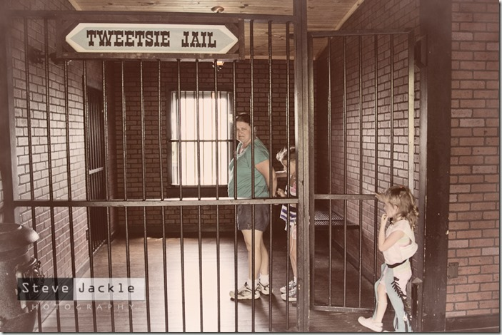 tweetsie-railroad-jail-photography-1